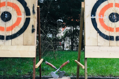 Events agency toulouse axe throwing team building