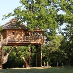 Hebergement cabane perchee dans les arbres en dordogne