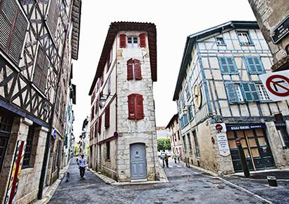 Incentive Pays Basque Bayonne