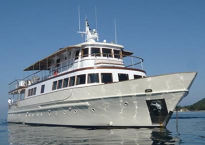 Reception entreprise avec cocktails sur un yacht privatise