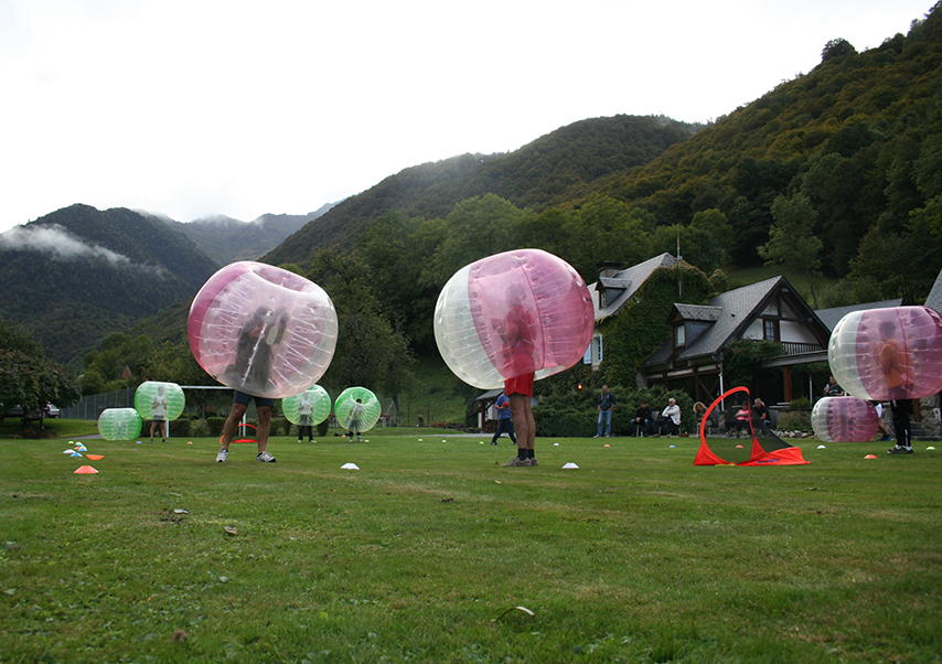Séminaire dans les Pyrénées bubble foot