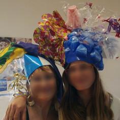 Team building créatif chapeaux