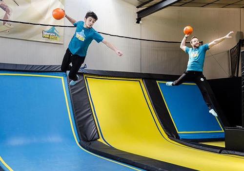 Team building trampoline ballon prisonnier