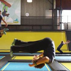 Team building trampoline saut