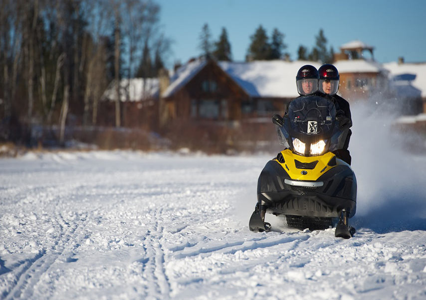 Voyage incentive Canada motoneige