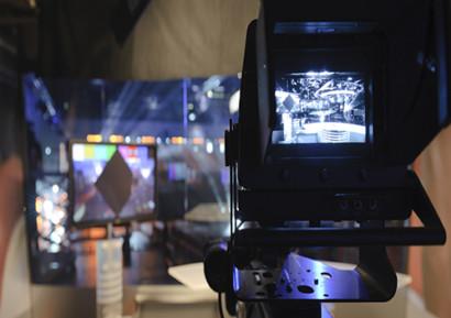team building émission télé caméra
